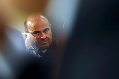 """Guindos dice que el déficit de 2016 estará """"perfectamente"""" por debajo del 3% si se mantiene el crecimiento"""