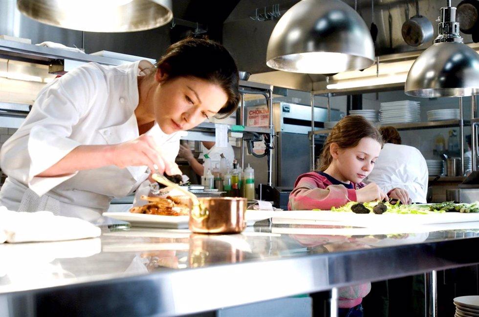 Fotograma de la pelicula No Reservations con Catherine Zeta-Jones como protagoni