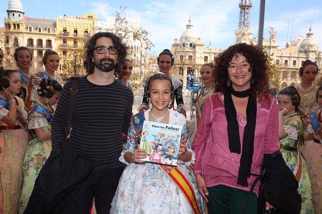 Teresa Broseta y Sergio Sempere con la Fallera Major Infantil