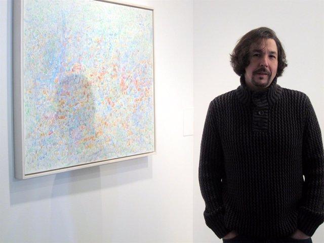 El artista Rafael Carralero Carabias, en su exposición de La Salina