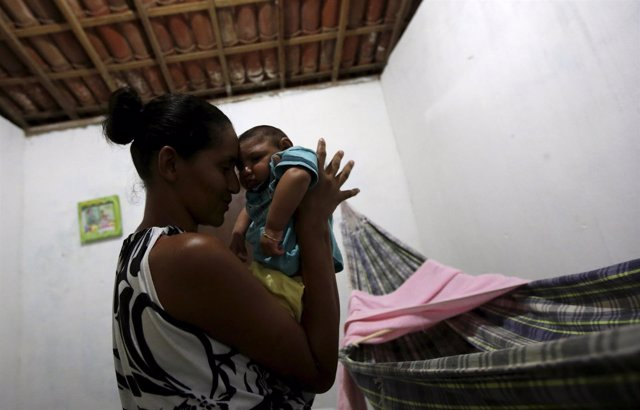 Miriam Araujo holds Lucas, her 4-months old child born with microcephaly at thei