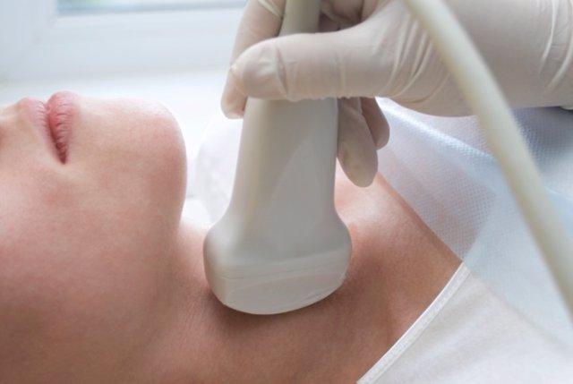 Escáner por ultrasonidos del cuello y tiroides