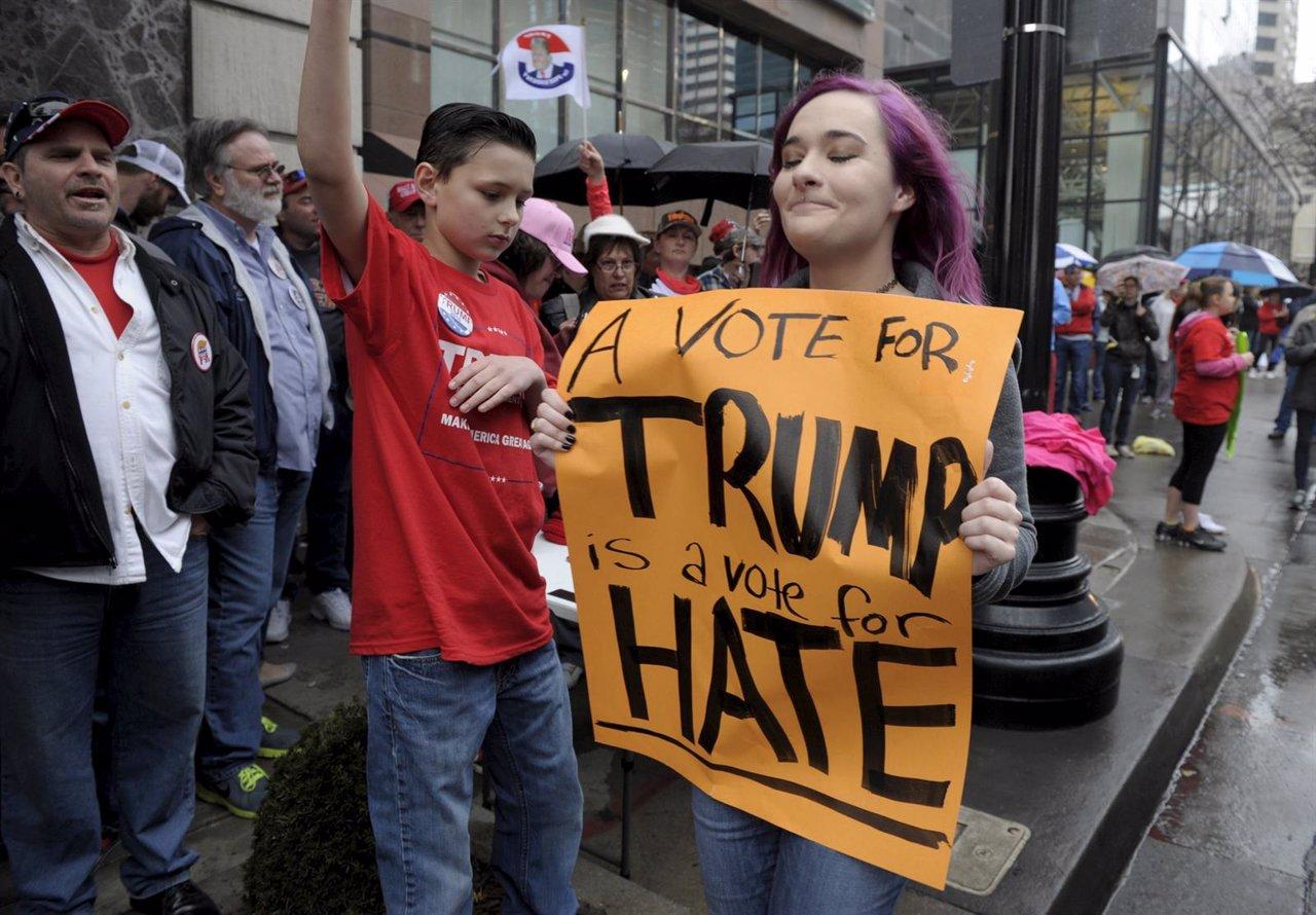 Manifestante contra Trump en Kansas City