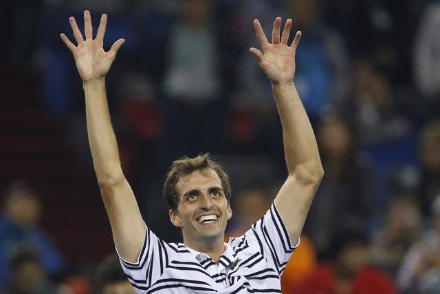 Albert Ramos celebra su victoria ante Federer