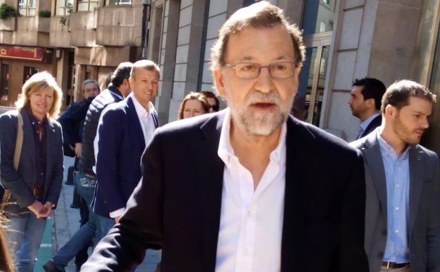 El presidente del PP, Mariano Rajoy, a su llegada al congreso del PP pontevedrés