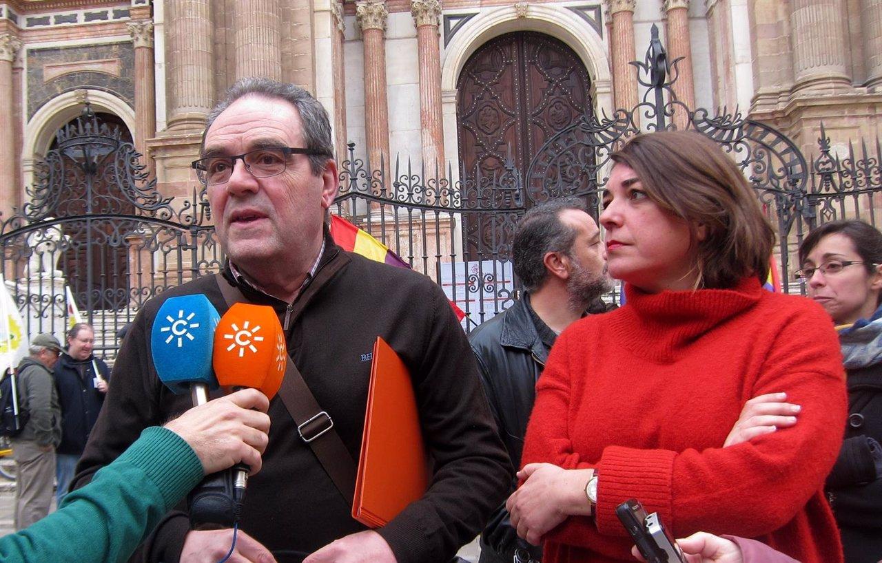 Máximo de Santos,portavoz Málaga Republicana, y Elena Cortés 'Desbandá' Málaga