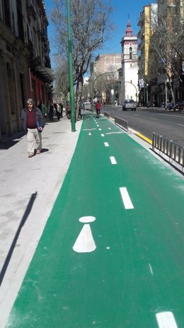 Carril bici en la calle Recaredo de Sevilla