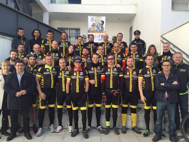 Presentación del Club Ciclista Bedmar, con el presidente de Diputación de Jaén