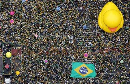 En imágenes: las marchas contra Rousseff y Lula inundan Brasil