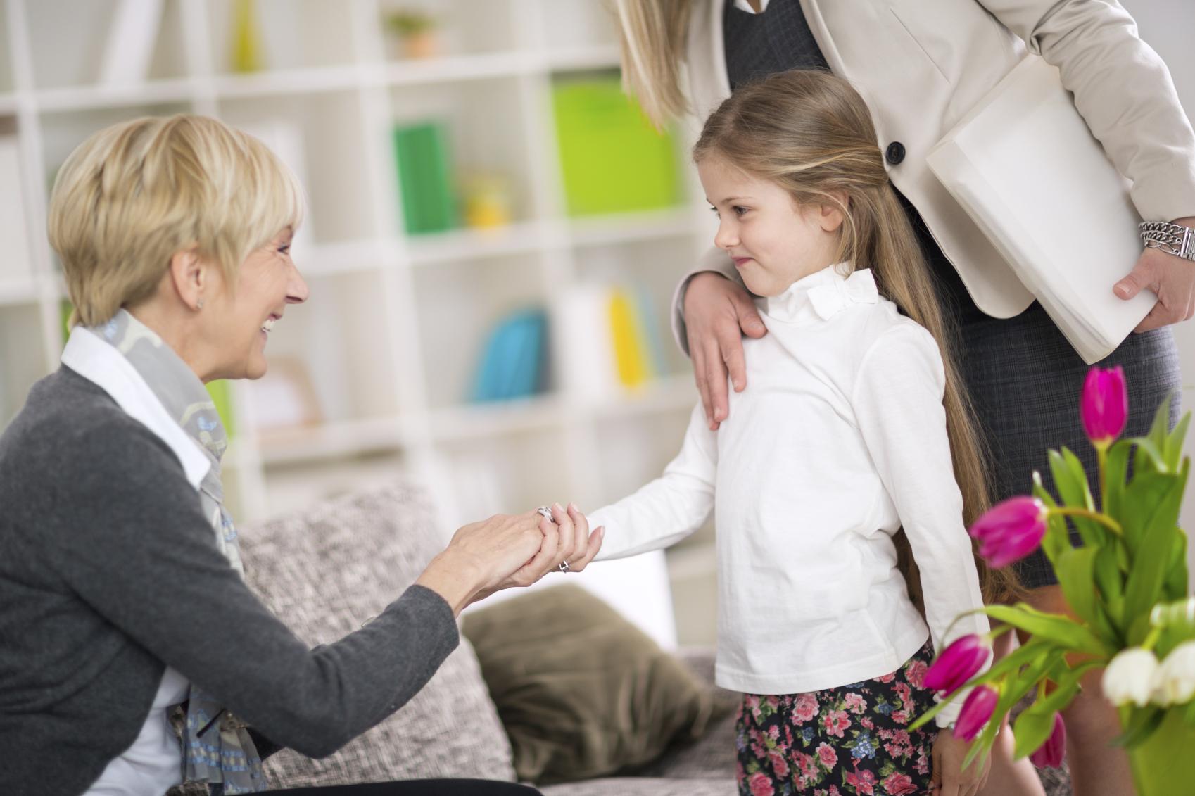 Abuelas, primera opción para cuidar de los niños