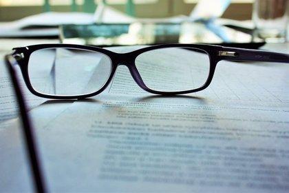 Investigan el desarrollo de lentes de contacto para la presbicia