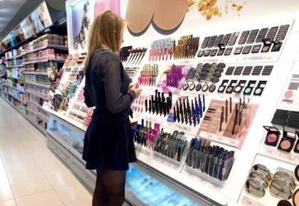 El consumo de perfumes y cosméticos crece por primera vez desde 2008