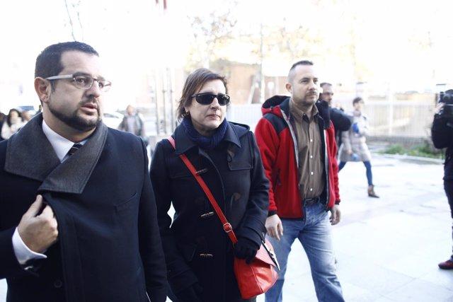 Teresa Romero y Javier Limón a su llega para el acto de conciliación