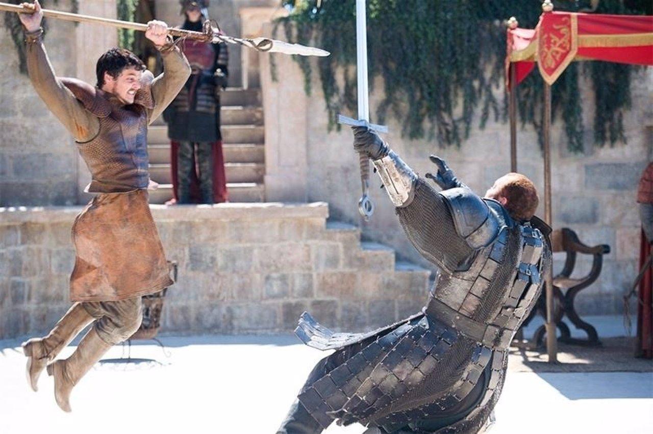 Oberyn 'la Víbora Roja' lucando conta Gregor 'la Montaña' en Juego de tronos