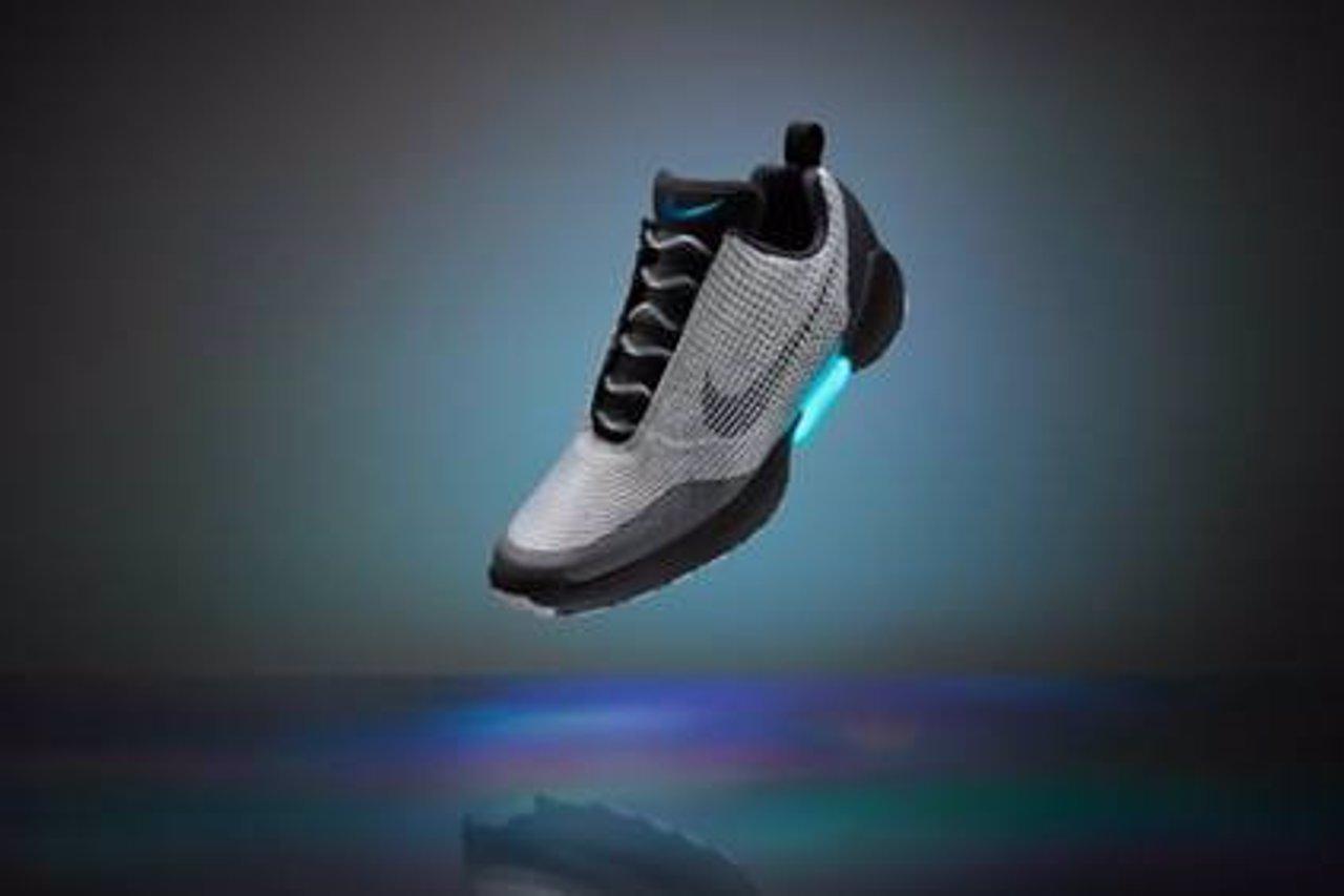 Nike lanza las zapatillas de 'Regreso al Futuro', que se atan solas