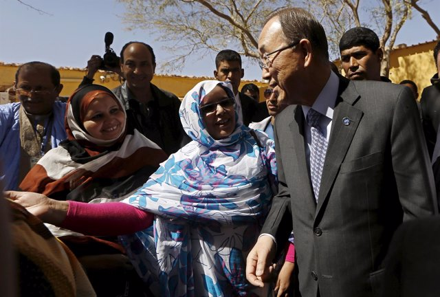 Ban Ki Moon visita los campamentos saharauis de Tinduf