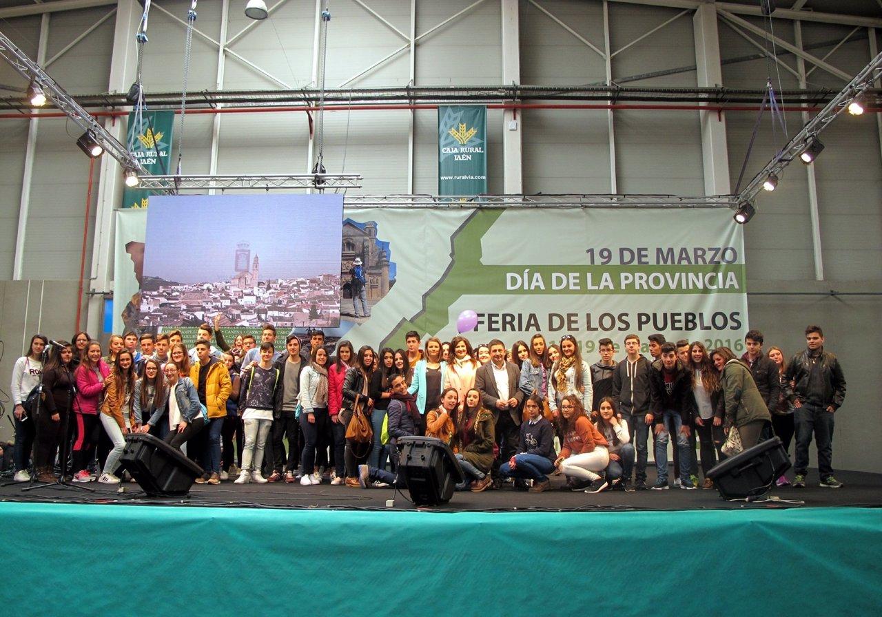 Alumnos que han realizado los vídeos sobre municipios de Jaén.