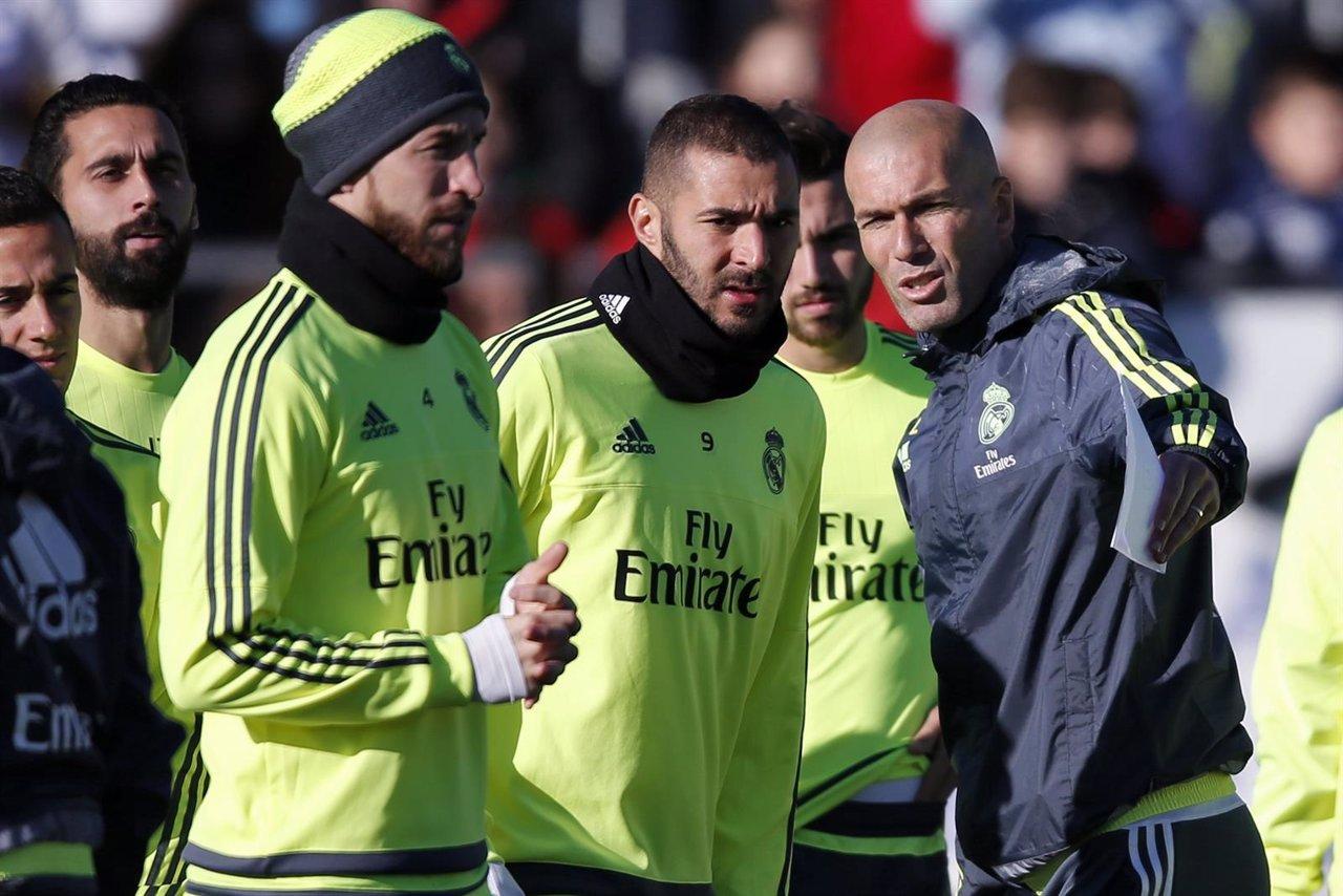 Zinedine Zidane dirige su primer entrenamiento al frente del Real Madrid 05f2140962105
