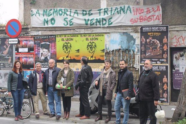 Reunión de IU y Participa Sevilla con vecinos de Triana Norte