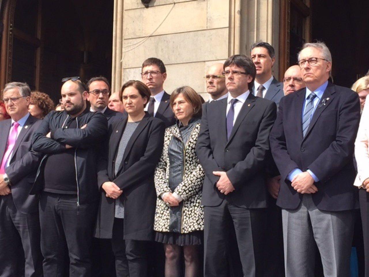 Minuto de silencio en la UB por las 13 fallecidas en Tarragona