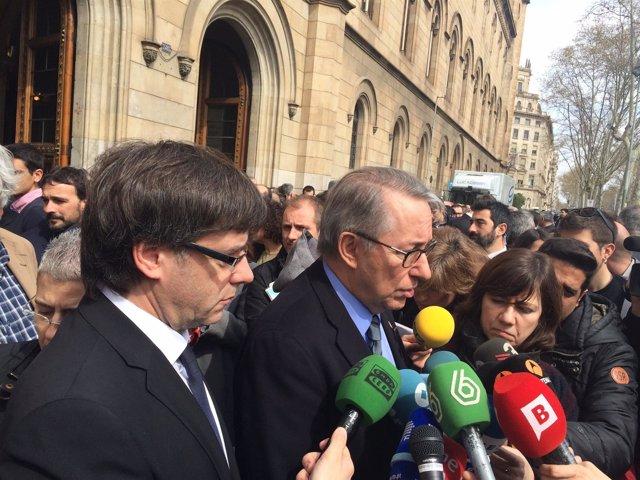 El pte. De la Generalitat Carles Puigdemont y el rector de la UB Dídac Ramírez