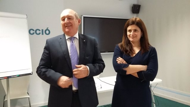 El secretario J.Aregio y la consejera de Acció, N.Betriu