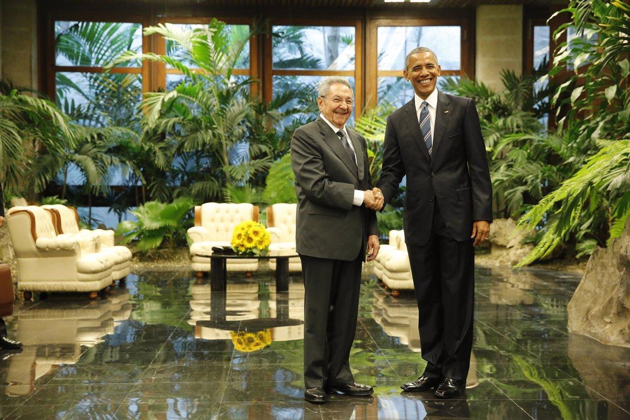 Raúl Castro recibe a Obama en el Palacio de la Revolución