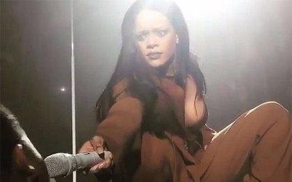 Rihanna alucina con la voz de un fan al que acercó el micrófono en pleno concierto
