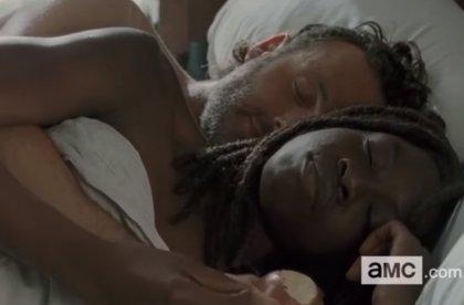 The Walking Dead: Rick y Michonne, en la cama en el 6x15, 'East'