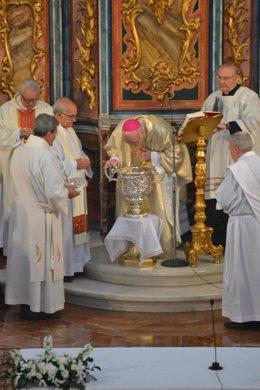 El obispo de Huelva, José Vilaplana, en la misa crismal.