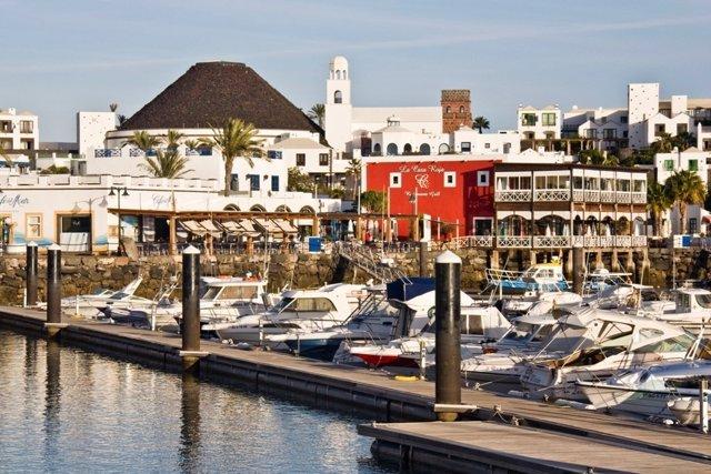 Hotel Volcán Lanzarote junto al puerto Marina Rubicón