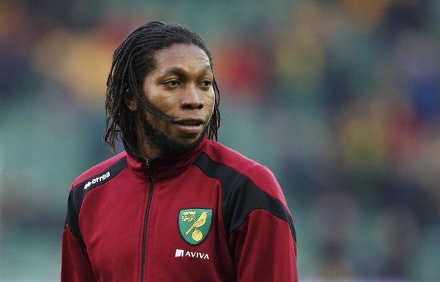 El delantero del Norwich  Dieumerci Mbokani