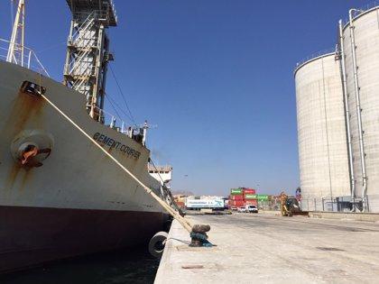 Terminales Marítimas del Sureste (OHL) recibe el primer barco autodescarga en Alicante