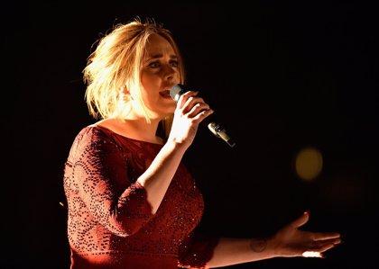 Adele rinde un emocionante tributo a las víctimas de Bruselas en su concierto de Londres