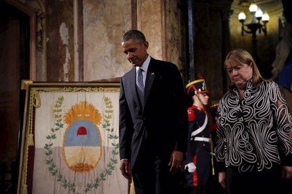 Obama rinde homenaje a las víctimas del terrorismo en Argentina