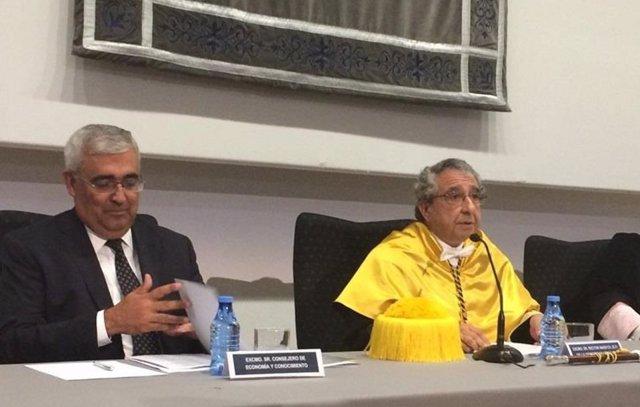 Antonio Ramírez de Arellano, consejero de Economía, y Narváez, rector UMA