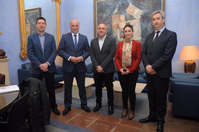 Reunión del presidente de Diputación de Córdoba con el clúster Fides