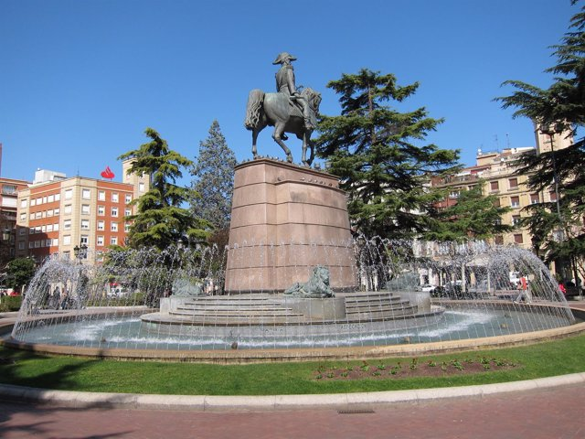 Estatua del Espartero en el Espolón de Logroño