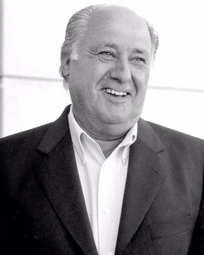 Amancio Ortega recibe la felicitación de los trabajadores de Inditex en su 80 cumpleaños