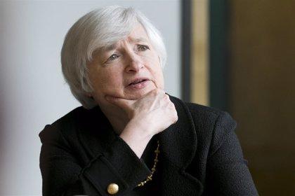 """Yellen incide en la """"cautela"""" de la Fed y justifica una subida más lenta de tipos"""