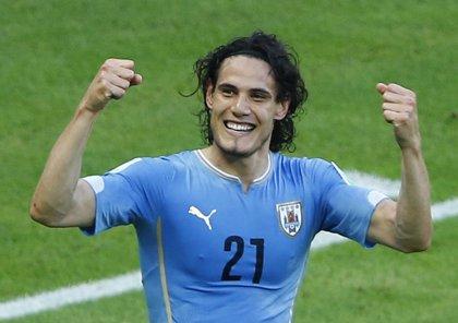 Uruguay vence 1-0 a Perú con gol de Cavani y manda en la eliminatoria sudamericana