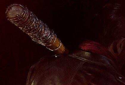 The Walking Dead: Negan y Lucille listos para dar guerra en su primera imagen oficial