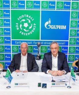 Franz Beckenbauer y Vyacheslav Krupenkov