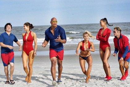 Primeras fotos de familia de Los vigilantes de la playa con Dwayne Johnson y Zac Efron
