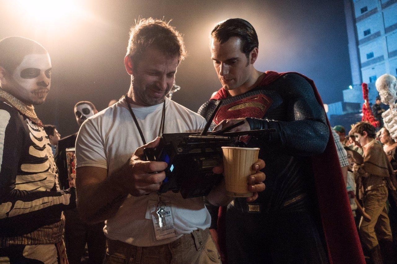 Zack Snyder junto a Superman