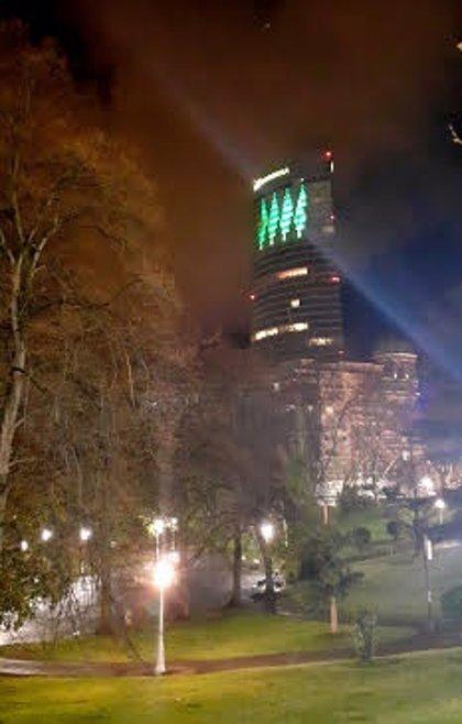 La Semana del Accionista de Iberdrola arranca con la iluminación de la Torre Iberdrola por Eugenio Ampudia