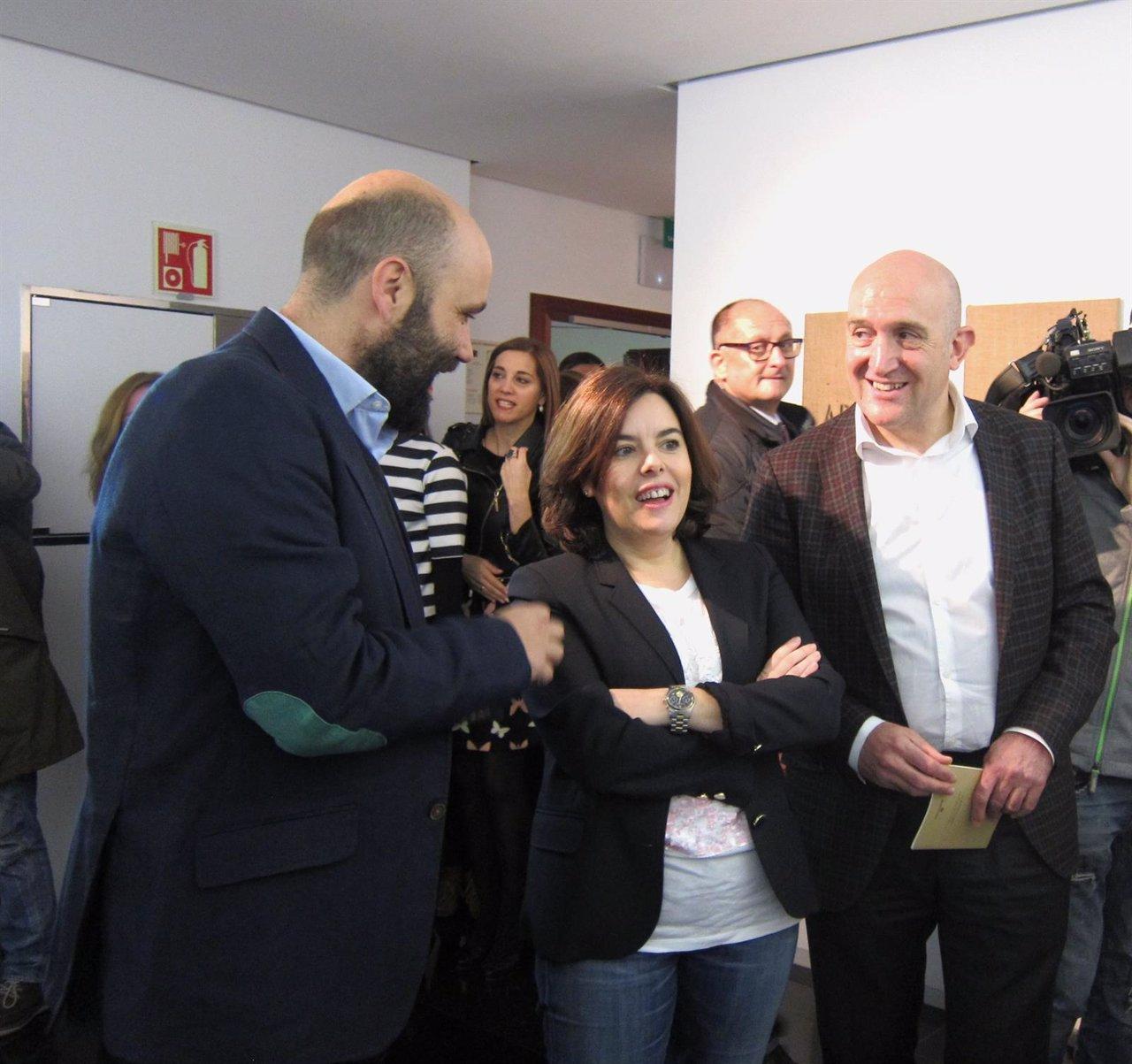 David del Cura, Sáenz de Santamaría y Carnero visitan la exposición
