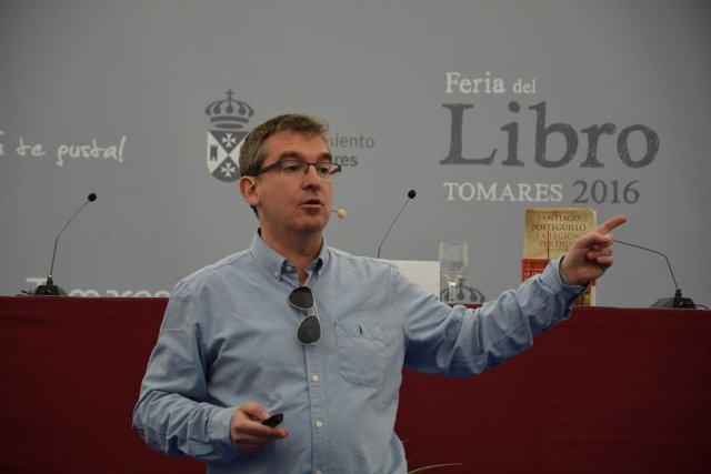 El escritor Santiago Posteguillo en la Feria del Libro de Tomares