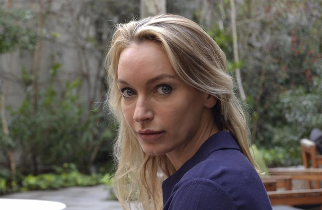 L.S.Hilton, escritora