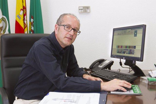 El diputado José Fernández ha alabado el crecimiento de la web de Diputación.